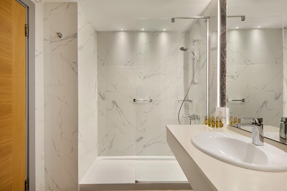 La-Quinta-By-Wyndham-Bodrum---Hotel-Room---Bathroom---1474150