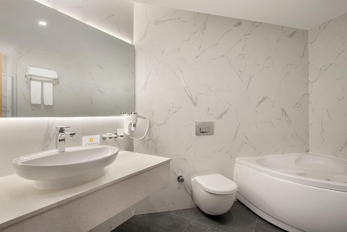 La-Quinta-By-Wyndham-Bodrum---Hotel-Room-Suite---Bathroom---1474076